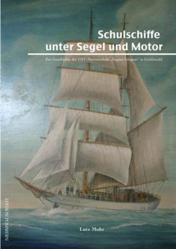 Schulschiffe unter Segel und Motor